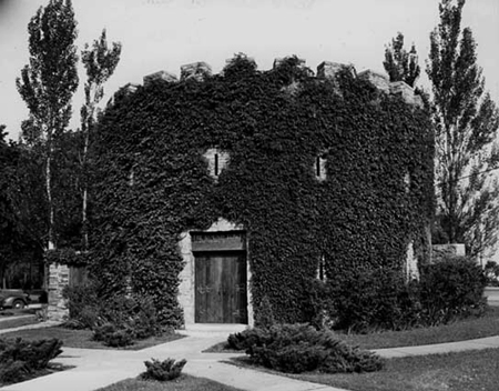 Fort Snelling's old Round Tower as it looked to the Greatest Generation in 1942, covered with ivy and surrounded by a grassy lawn. Minnesota Historical Society photo.